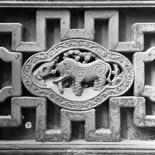 shikumen parapet with hand-carved elephant and antique motifs